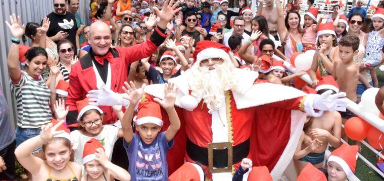 Papai Noel faz a festa da criançada