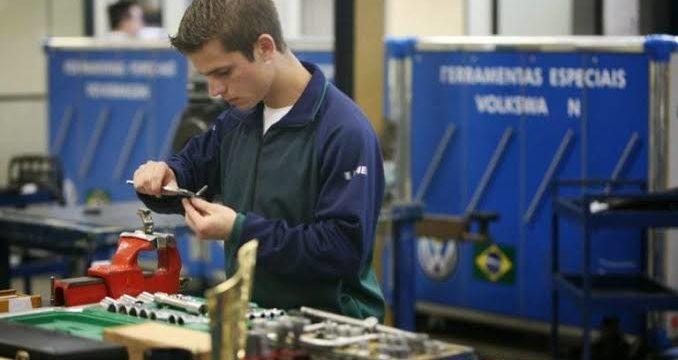 Seis em cada dez formados no ensino técnico estão empregados no ES