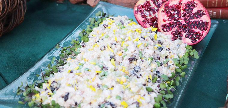Salada festiva de frango defumado