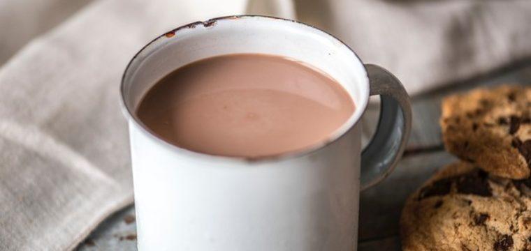 Como fazer chocolate quente tradicional. Aprenda a receita!