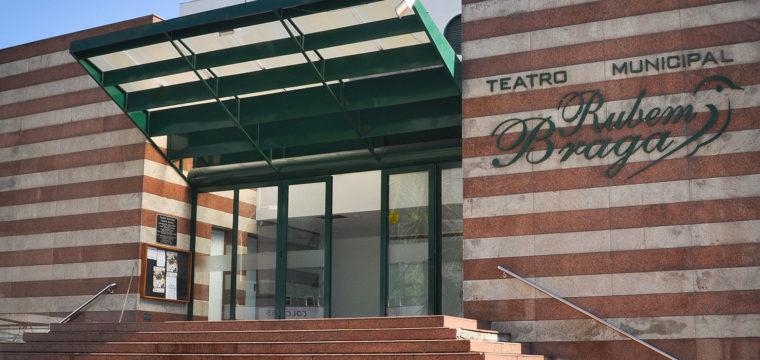 Teatro Rubem Braga completa 20 anos nesta terça-feira (28)