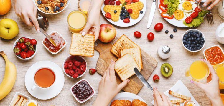 Caprichar no café da manhã é melhor do que abusar no jantar