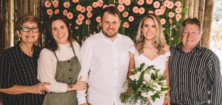 Casamento intimista de Otávio Bersácula com Bia Cheicon