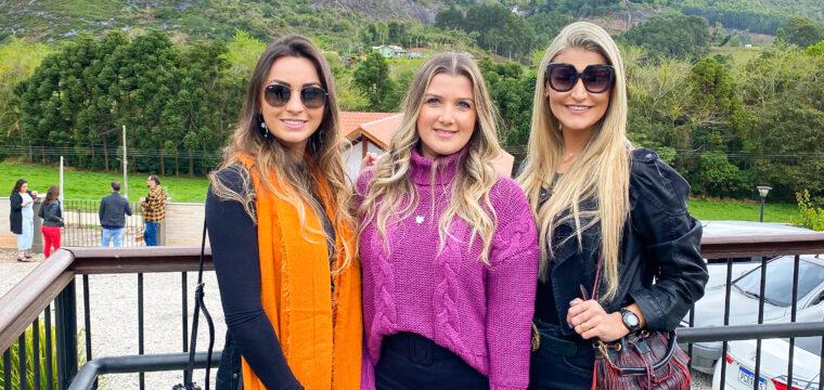 As amigas Rafaela, Flávia e Carolina curtindo Pedra Azul.