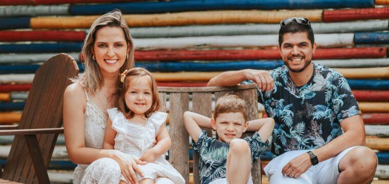 Vanessa Garcia, Marcel Lima Andrade e os filhos Pedro e Elisa.