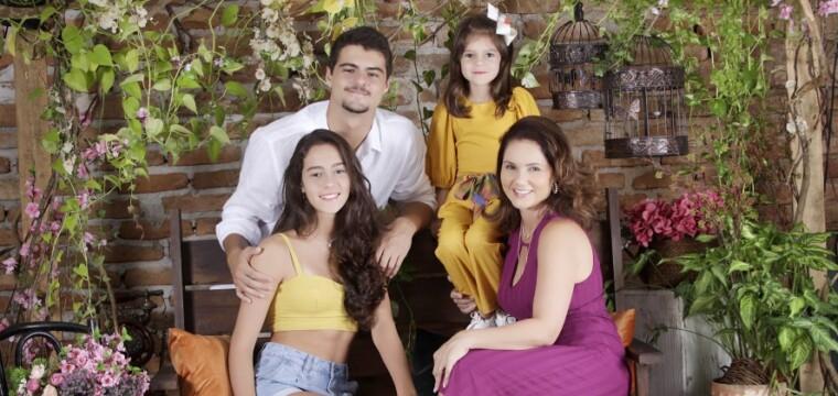 Cláudia Rovetta e os filhos Pedro, Laura e Helena