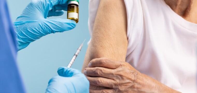 Covid: terceira dose disponível para idosos e imunossuprimidos