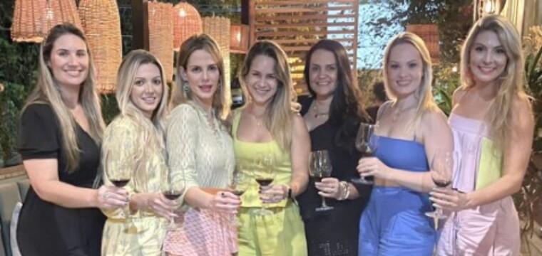 As bonitonas da Confraria Feminina de Vinho 'Time For Wine'